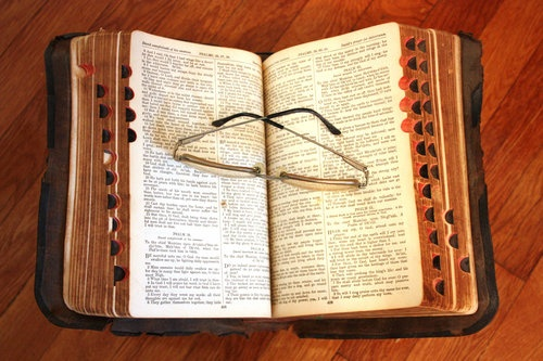 Vintage-Bible-and-Glasses-by-Sheila-Llewellyn-qpps_227229832960228_LG